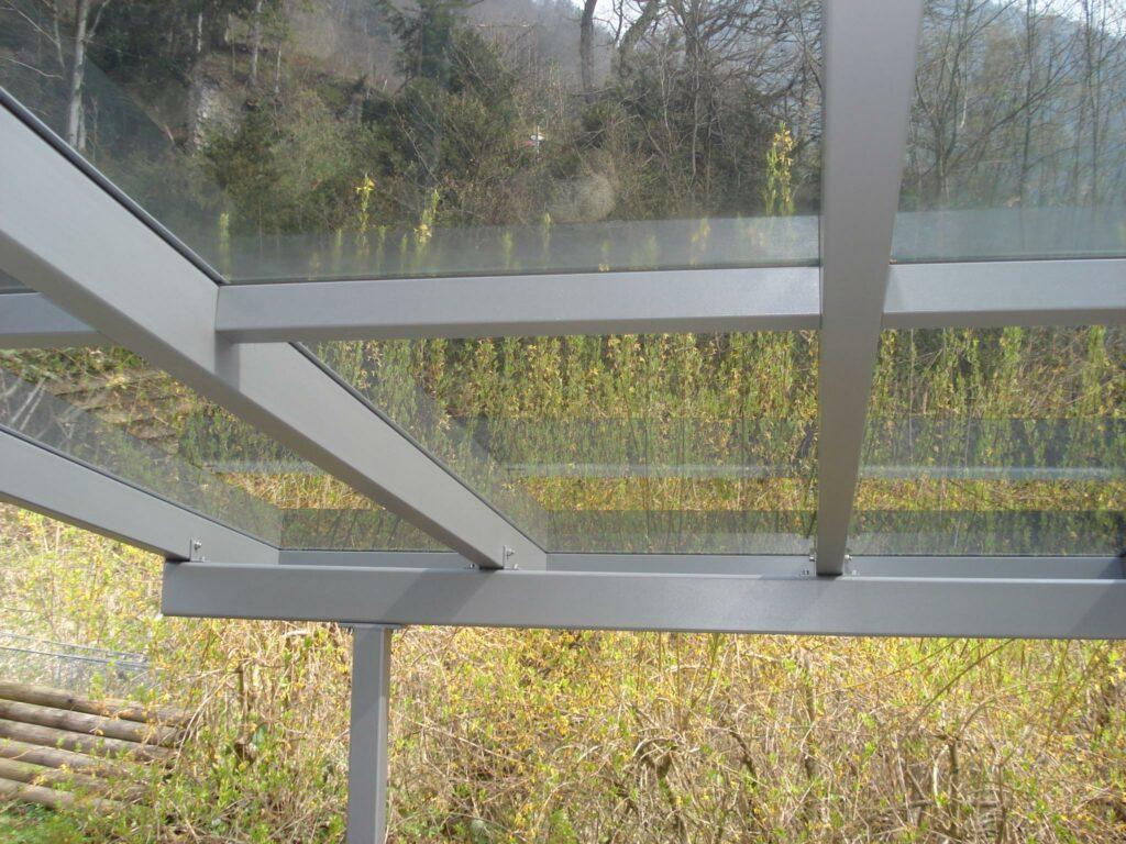 Stahlkonstruktion einbrennlackiert / getöntes Verbundsicherheitsglas