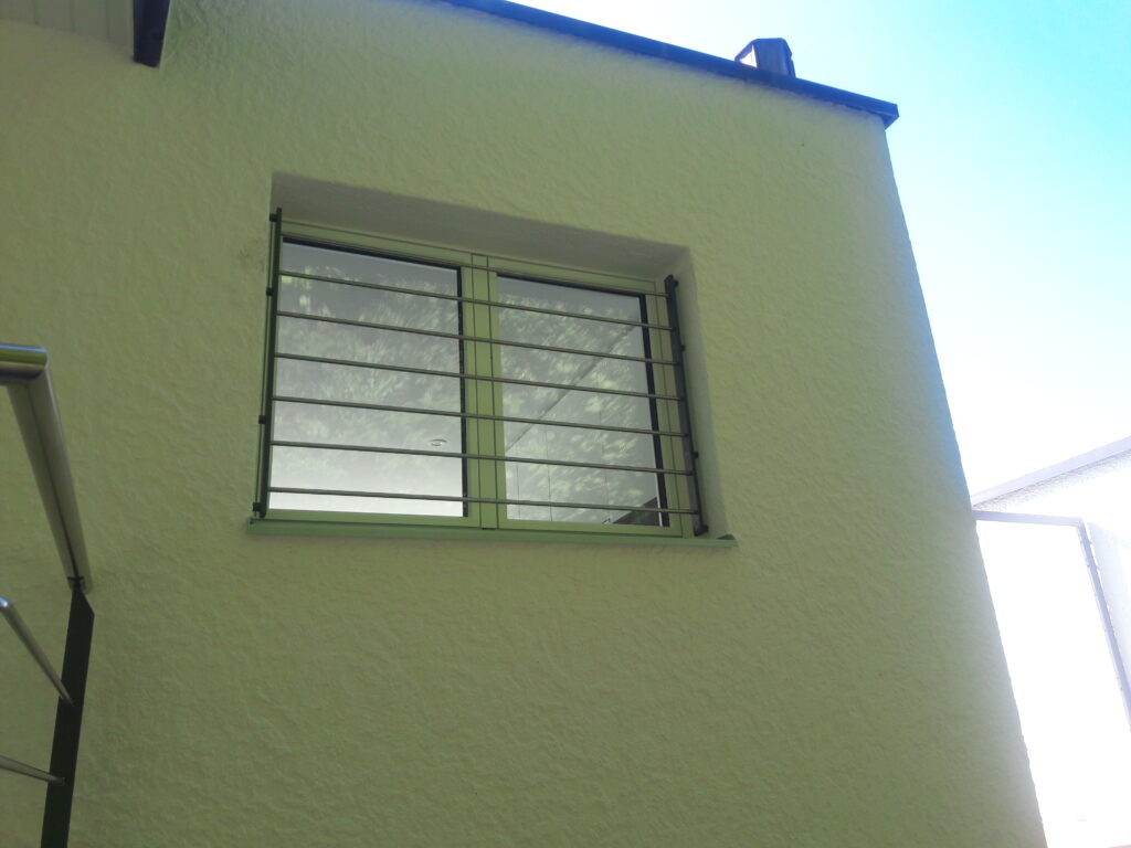 Fenstergitter einbrennlackiert