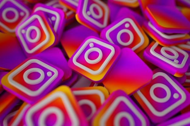 stapel-von-3d-instagram-logos_1379-876